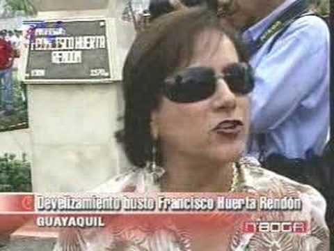 Develizamiento del busto de Francisco Huerta Rendón