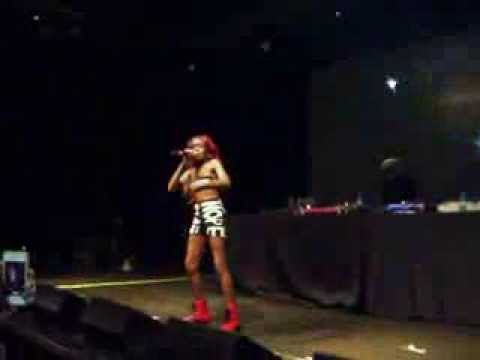 Azealia Banks 1991 Live In Milan