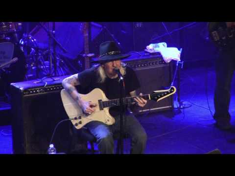 Johnny Winter - She Likes To Boogie Real Low