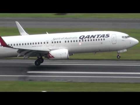 Wake Vortex Trails on Qantas Airways B737-800 landing Sydney Airport (YSSY)