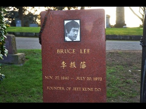 Unguru' Bulan - La Mormantul Lui Bruce Lee (s16e43) video