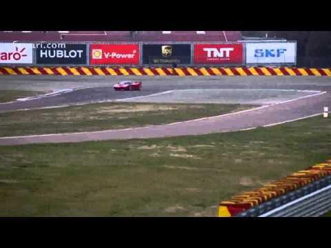Vettel se fait plaisir a bord de la Ferrari FXX K