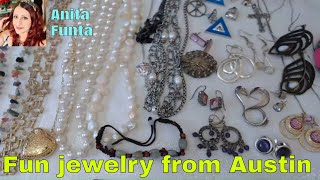 Beautiful Vintage Jewelry friend mail from Austin (Jewelry Picker ) lets see