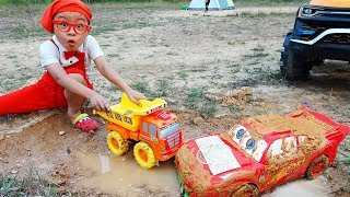 Disney Cars Lightning McQueen & Power wheels car toy pretend play in mud with Dave Mario and brother