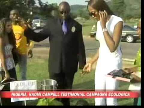 Naomi Campbell plants a tree in Nigeria