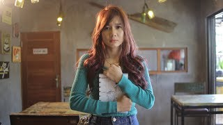 Yessy Diana - Pade Ngelahang (OfficialVideo)
