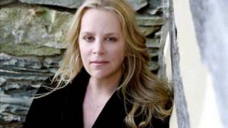 Watch Mary Chapin Carpenter This Is Love video