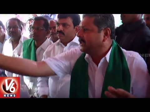 MP Ponguleti And MLA Madan Lal Supporters Clash During Rythu Bandhu Cheques Distribution | V6 News