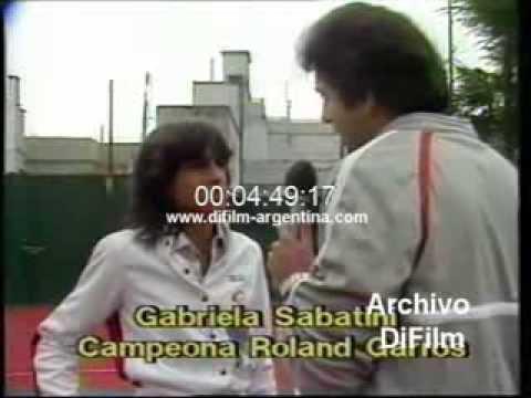DiFilm - Chiche Almozny juega al tenis con Gabriela Sabatini (1984)
