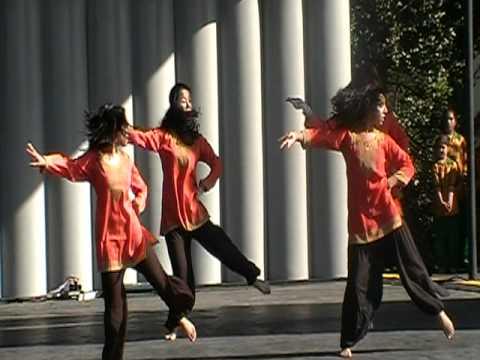Thoda Thoda Pyar at the Cherry Blossom Festival 2010