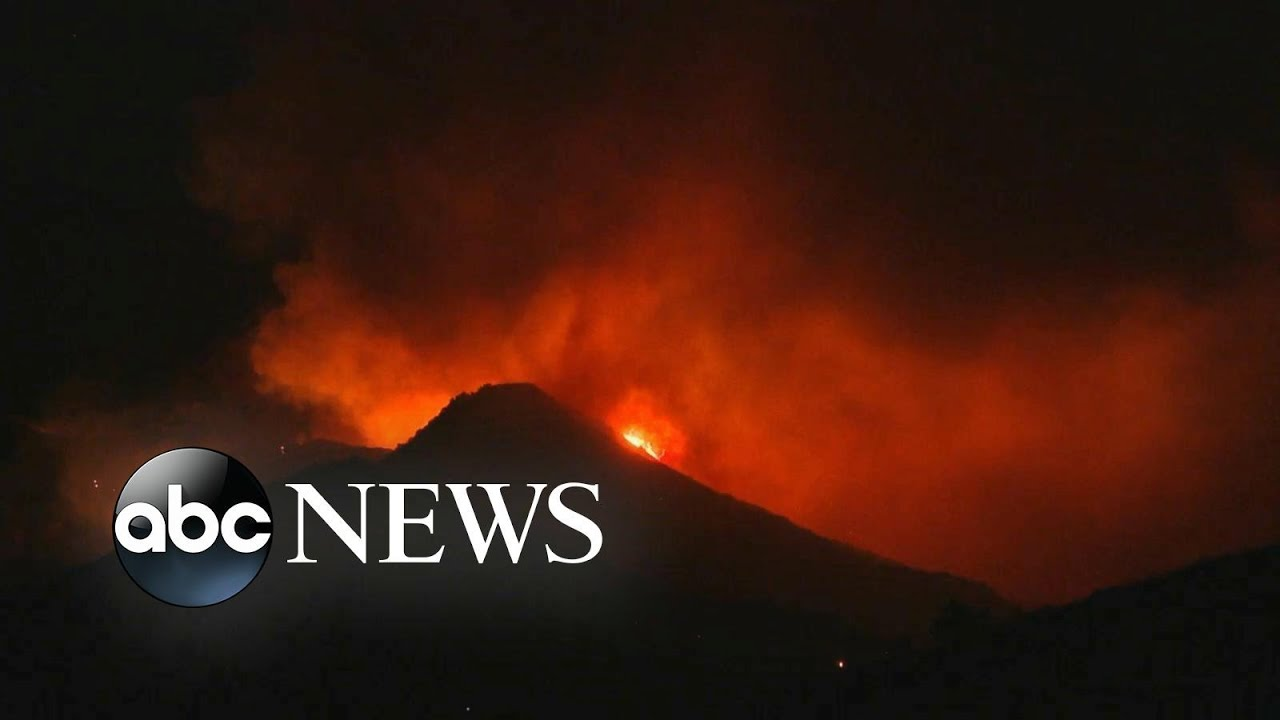 Thousands flee as wildfires ravage California