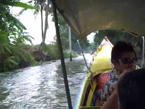 Long-tail boat to Floating Market