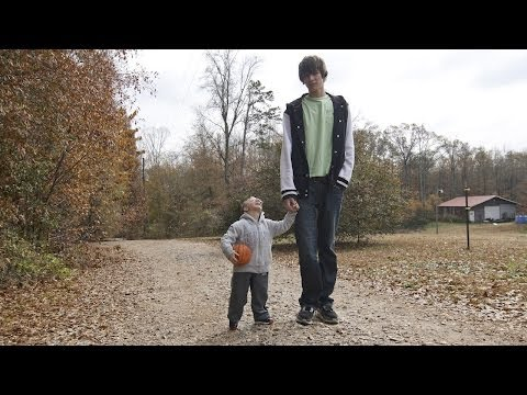 20 Years Old And 35 Inches Tall SUBSCRIBE: http://bit.ly/Oc61Hj Miniature man Nick Smith, 20, from Jefferson, Georgia, USA, stands at just 35 inches tall - even though both his brothers are...