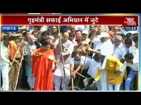 Clean India Mission: Rajnath, Uma Bharati clean Gomti river