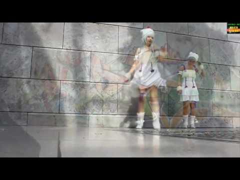Девушки танцуют драм степ.[ Шаркая ножками.]