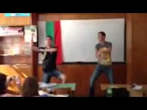 Ученици танцуват в час Gangnam Style - Bulgaria