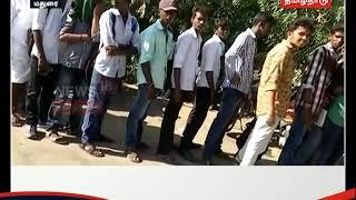 பஸ் பாஸ் பெற நீண்ட நேரம் வெயிலில் காத்திருந்த மாணவர்கள்...