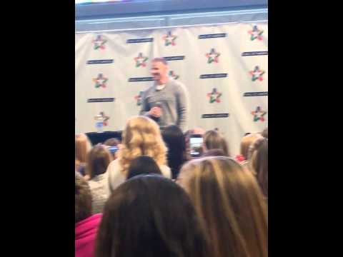Sean Lowe at mall of America Part 1