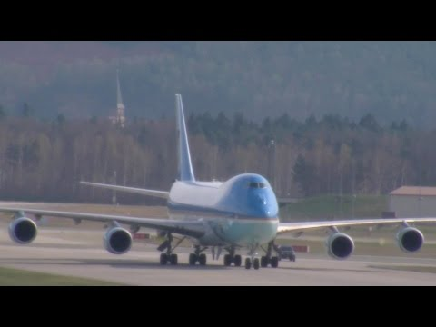 Arrival of Air Force One and President Obama