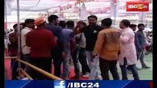 Damoh Viral Video: भीड़ जुटाने के लिए बीजेपी बांट रही है पैसे | देखिए