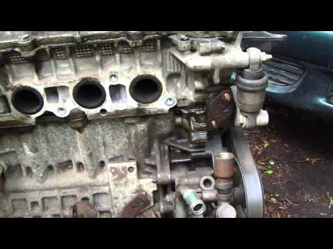 How to notice oil leak in timing chain tensioner area. Toyota VVT-i engine. Years 2000 to 2010.