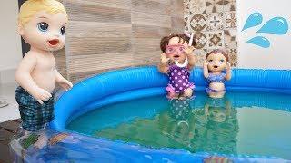 BABY ALIVE RICARDINHO BRINCANDO NA PISCINA COM AS IRMÃS BABY DOLL KIDS