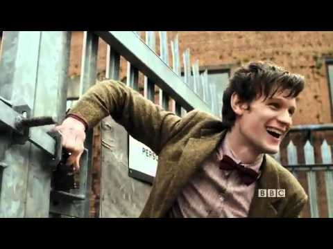 Matt Smith and James Corden Sing The Doctor Who Theme