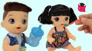 Nuevas Muñecas Baby Alive Comen Papillas hacen Pipí y Popó • Colegio de Juguetes