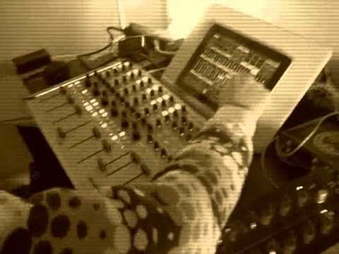 Felix Bernhardt live with machines (minimal techno)