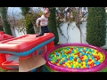 3 top havuzu bahçede , eğlenceli çocuk videosu
