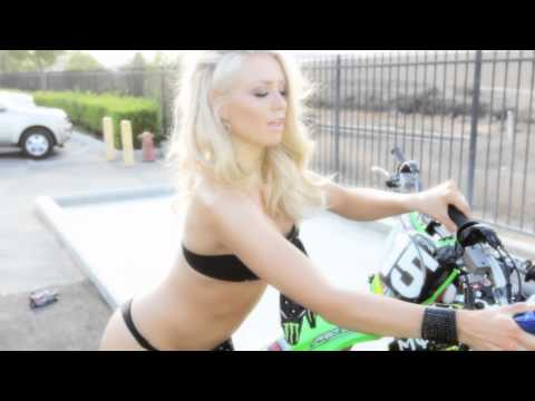 Supercross LIVE! 2012 - SX Ed with Miss Supercross - Ep. 9 - The Bike Wash w/ Wilson and Durham
