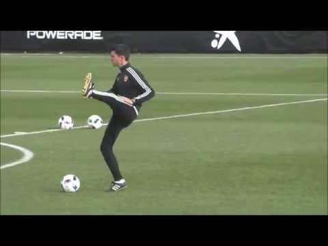 Voro y Phil Neville dirigen su primera sesión en el Valencia CF