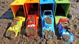 Los COLORES - Coches en el Barro de Disney Canciones Infantiles | Juguetes para niños Cars 3