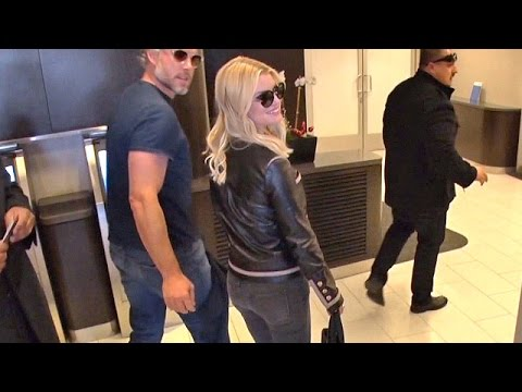 Jessica Simpson So Sexy In Leather Flaunting Curves And Cropped Hair For Air Travel