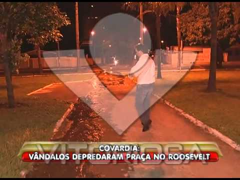 Vandalismo: água jorrando na Praça Paris já chega na Minervina Cândido