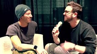 twenty one pilots : live backstage interview with Josh Dun