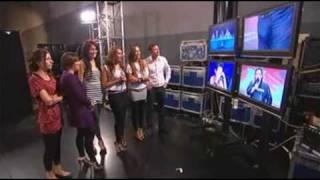 Steve parece tener una erección en el show de talentos X-Factor