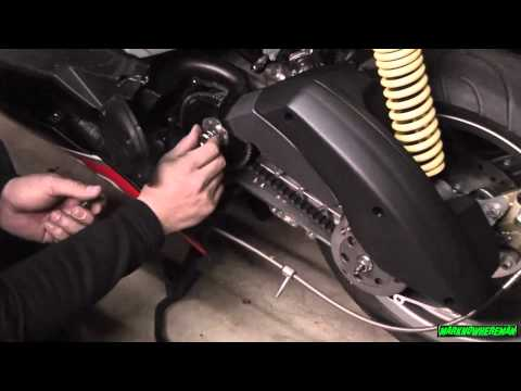 Scooter Tuning: Changing the Roller Weights of the APRILIA SR 50R Factory