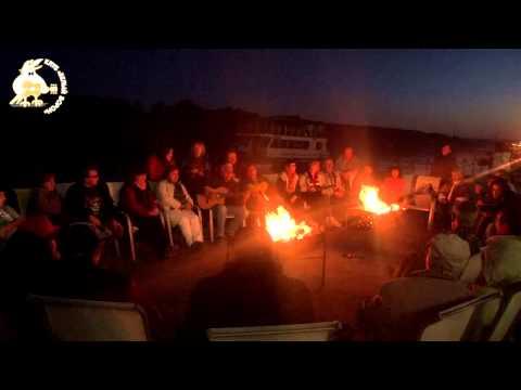 Лагерные песни - Люди идут по свету
