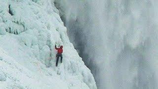 بالفيديو: أول شخص يتسلق الجزء المتجمد من شلالات نياجرا