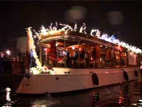 Christmas parada on the canal!