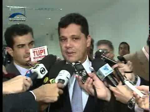 Jornalismo - Glenn Greenwald afirma que o Brasil pode ter colaborado com a espionagem americana