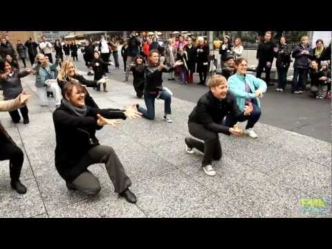 Tom & Vicky s Marriage Proposal Flash Mob