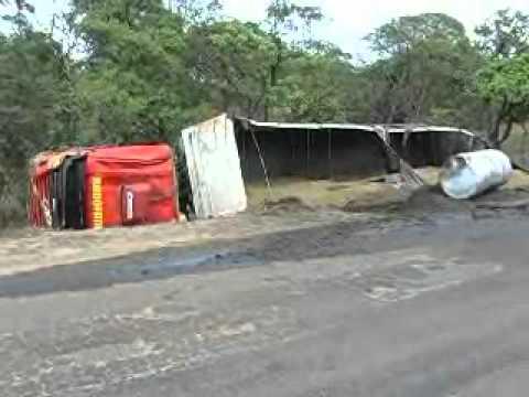 Acidente no trevo do terminal da ALL - TV integração - Alto Araguaia-MT.wmv