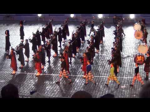 Шотландский сводный оркестр волынок и барабанов. Спасская башня 2013. / Massed Pipes and Drums