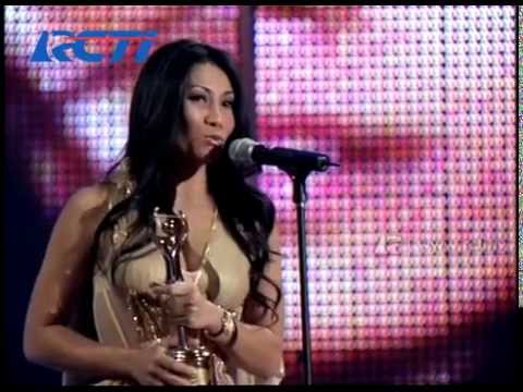 Anggun - Best International Artist Award - AMI 2006