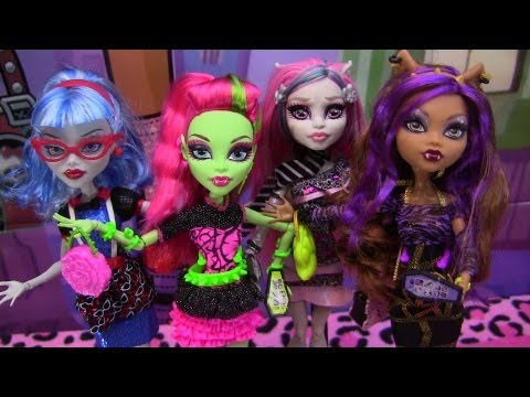 Monster High Ghouls Night Out 4 pack Review Video !!! :D!