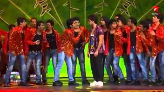 sahid kapoor dancing rockstar with prabhu deva at iifa 2012   YouTube2