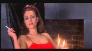 Liz Hurley Smoking