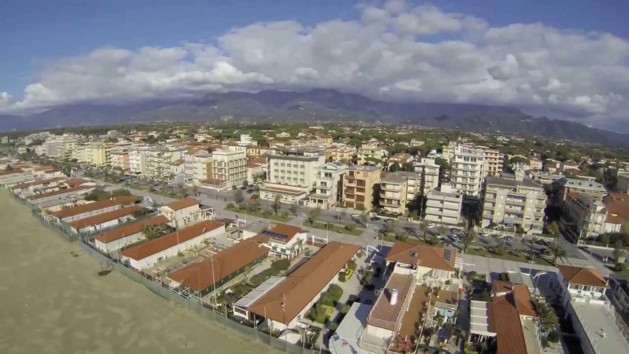 Lido di camaiore vista dall 39 alto novembre 2013 ripresa con drone blade youtube - Bagno venezia lido di camaiore ...